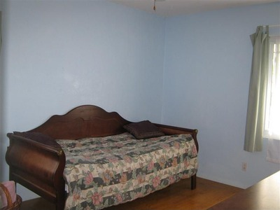 guest room before pic
