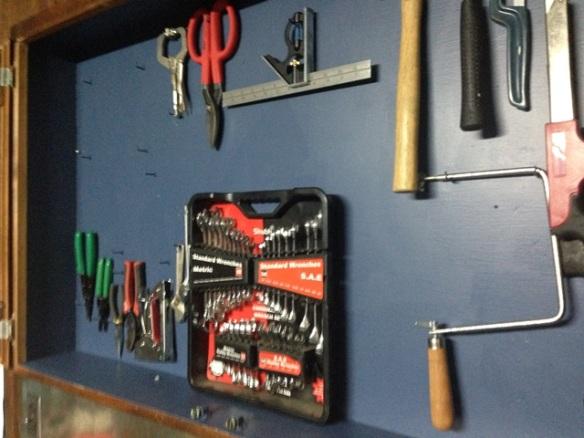 organize tool cabinet diy (48)